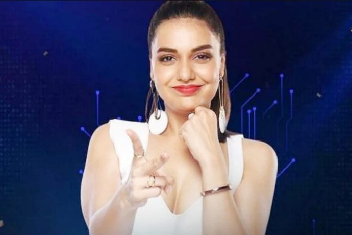 Divya Agarwal ने जीती Bigg Boss OTT ट्रॉफी: 37 लाख रुपये का इनाम !