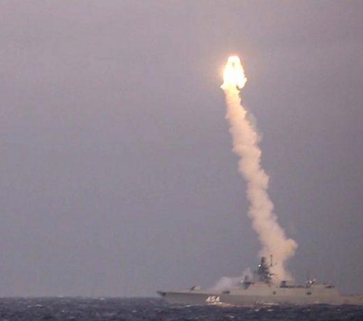 रूस ने पनडुब्बी से नई हाइपरसोनिक मिसाइल का सफल परीक्षण किया तो दुनिया हैरान !